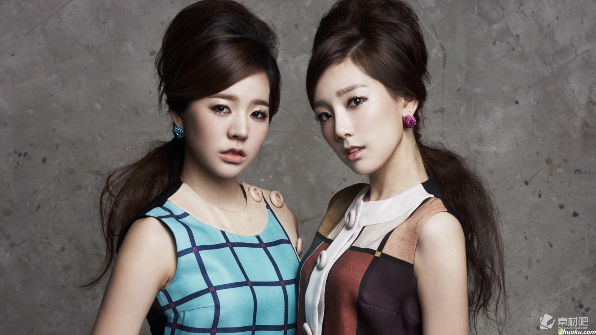 金泰妍和李顺圭性感桌面壁纸