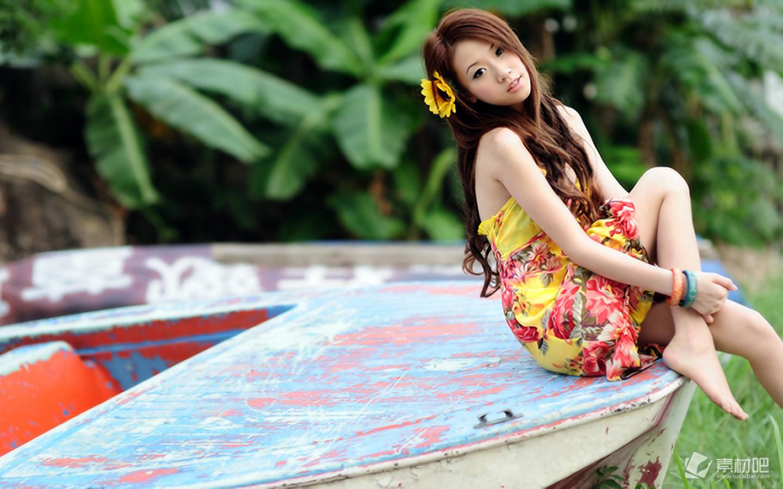 阳光青春活力美女宽屏桌面壁纸高清图片