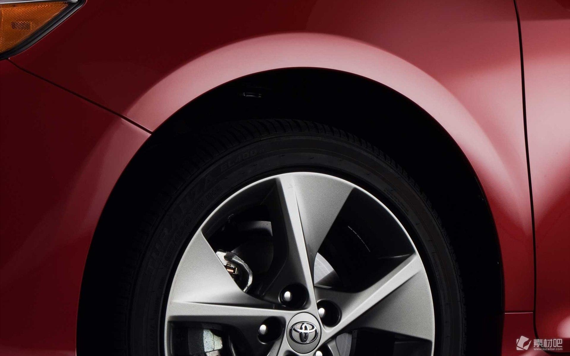 ... 轿车,红色性感的车身,高配的性能,属于生活类型